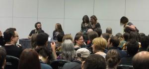 Stopfyldt sal ved panel om lejemodere i fantasy med bl.a. Robin Hobb og Patrick Rothfuss.