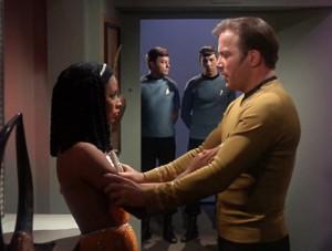 Elaan og Kirk diskuterer politik